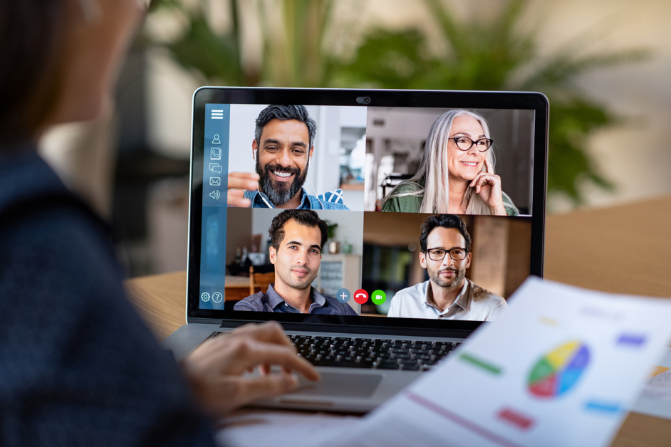 How to Manage A Hybrid Workforce